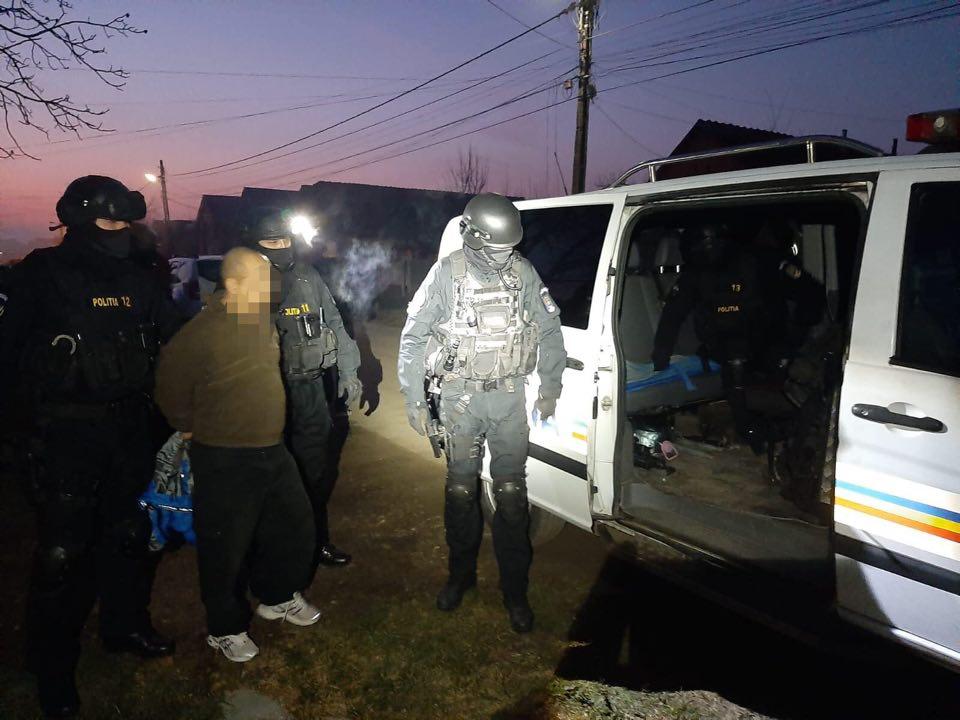 Proxenet dat în urmărire europeană, prins la Sânmihaiu Român
