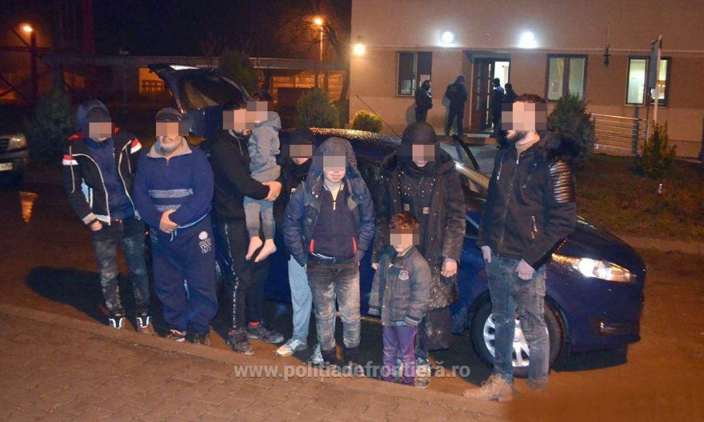 Opt migranţi din Irak şi Siria, călăuziţi de un irakian, opriţi la frontiera cu Serbia