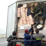 12 migranţi din Irak şi Turcia, depistați ascunşi într-un automarfar la Nădlac