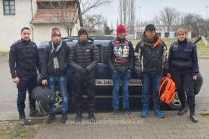 Opt tineri din Nepal, depistaţi de poliţiştii de frontieră la Jimbolia