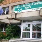 Anchetă la Spitalul Judeţean Reşiţa după ce un bărbat a fost gonit cu mătura