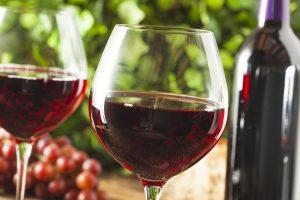 """Vinul roșu, """"medicamentul"""" natural care ține cancerul la distanță"""