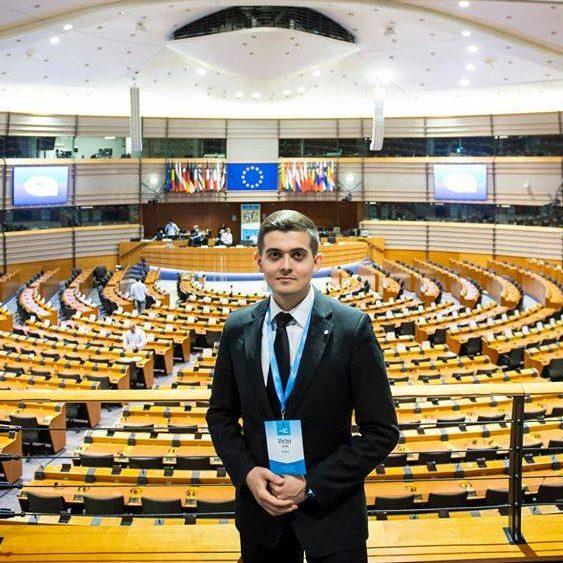 Victor Gîrbu, tânăr supraviețuitor de cancer, va deschide evenimentul de lansare a Planului european de combatere a cancerului