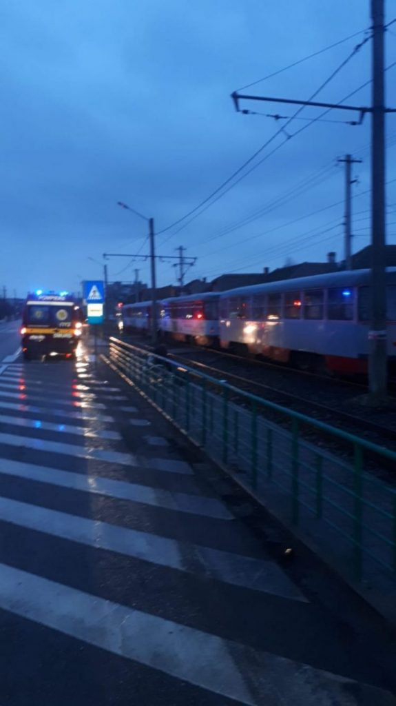O femeie a murit lovită de tramvai, în Arad