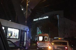 Salvare care transporta o pacientă, lovită de tramvai