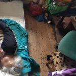 În ce condiţii îşi duc traiul o bătrână şi fiica sa. Şi asistenţii sociali au fost uimiţi