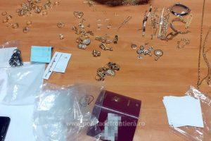 Jumătate de kilogram de bijuterii, descoperite în bagajele unei femei