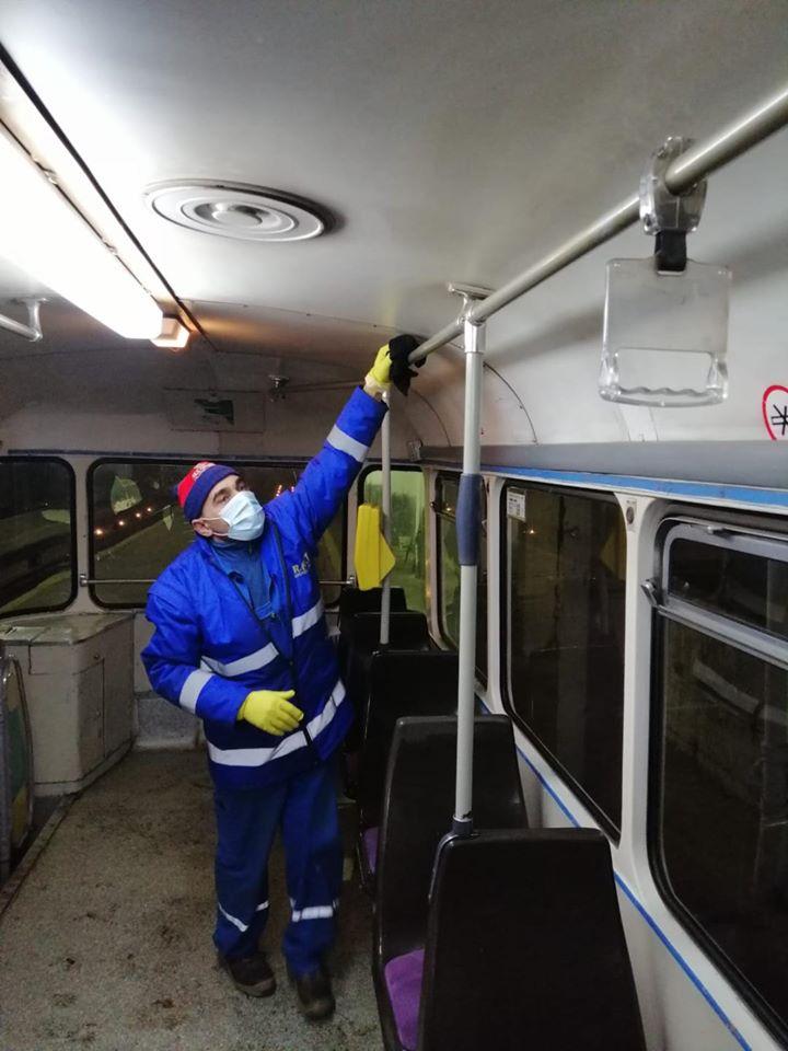 Toate mijloacele de transport, dezinfectate înainte de ieşirea pe traseu