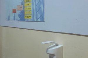 Şcolile și mijloacele de transport vor beneficia de dozatoare cu dezinfectant