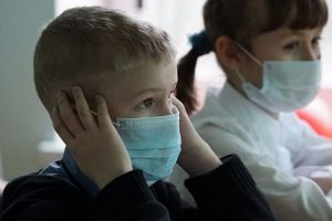 Gripa suspendă cursurile în câteva grădinițe și școli din Timișoara