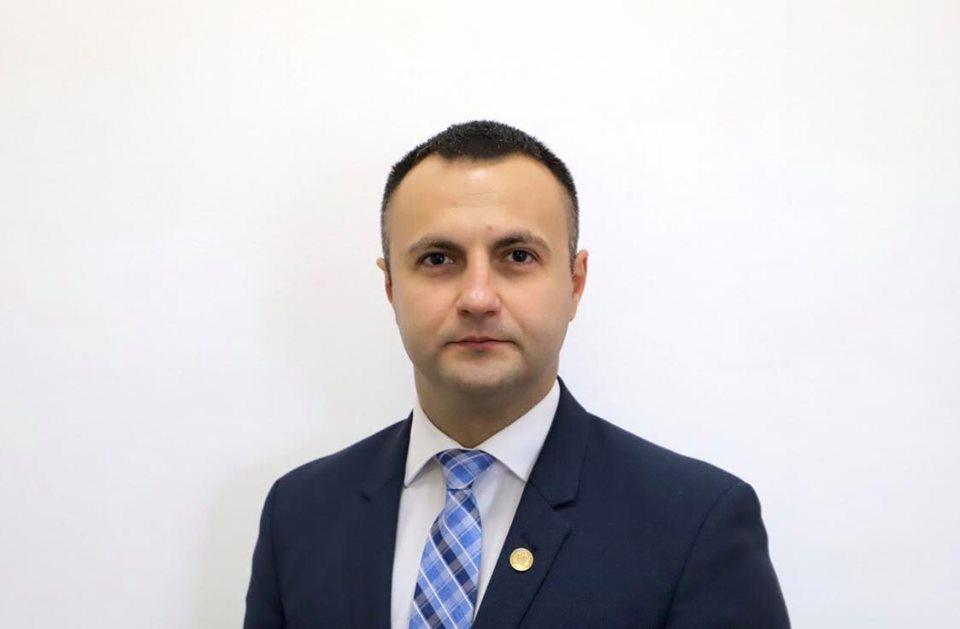 Deputatul Marian Cucșa de la Partidul Republican compară negocierile pentru Guvern cu lupta hienelor pentru pradă