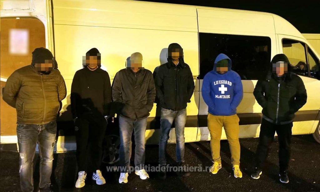 Cinci indieni, depistați ascunşi într-o autoutilitară la Nădlac II