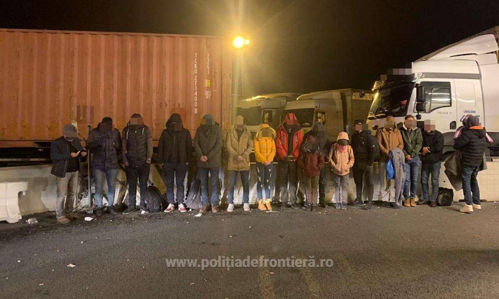 16 migranţi din Siria, Irak, Turcia şi Egipt, ascunşi într-un camion, depistați la Nădlac II