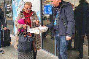 Mărțișoare pentru doamne și domnișoare, la Aeroportul Internațional Timișoara