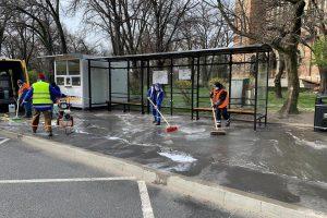 Angajaţii STPT dezinfectează staţiile mijloacelor de transport în comun