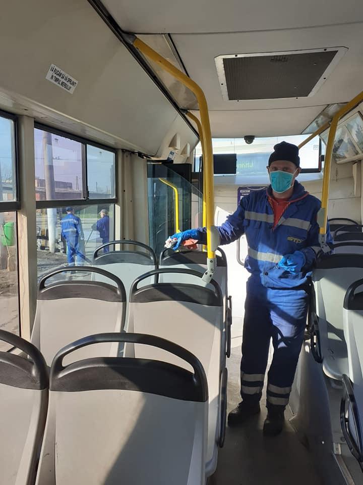 Mijloacele de transport, dezinfectate. STPT impune o nouă regulă pentru accesul în autobuze