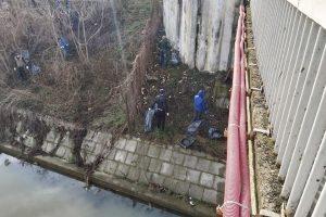 Timişorenii au făcut mizerie, polițiștii locali şi angajaţii STPT au făcut curat pe malurile Begăi