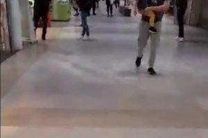 VIDEO. La mall ca pe bulevard. Inconştienţii nu prea stau acasă