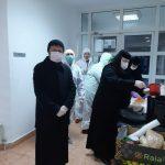 Poliţiştii, vameşii şi medicii aflaţi în Vama Cenad primesc hrană de la măicuţe