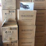 220 de cutii cu mănuși confiscate de poliţişti