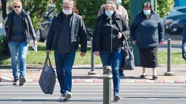 Când trebuie să purtăm măştile şi mănuşile ca să fim protejaţi de coronavirus. Anunțul făcut de Virgil Musta