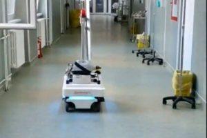 """Spitalul """"Victor Babeş"""" a primit un roboţel de dezinfecţie de la o firmă privată"""