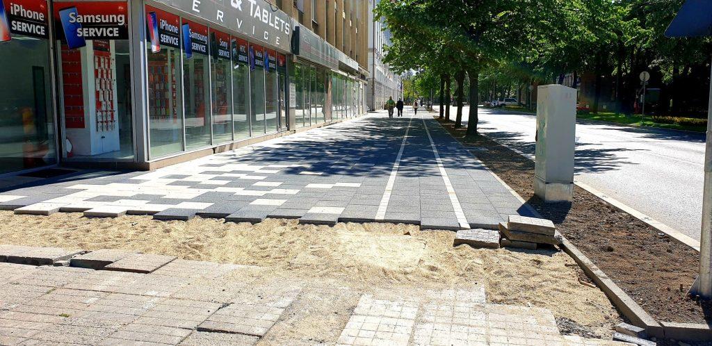 """Inaugurate în urmă cu un an, trotuarele """"șah"""" ar putea fi schimbate. Ce spune noul arhitect-șef"""