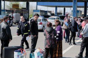 Mii de români se întorc acasă de Paște, în ciuda restricțiilor