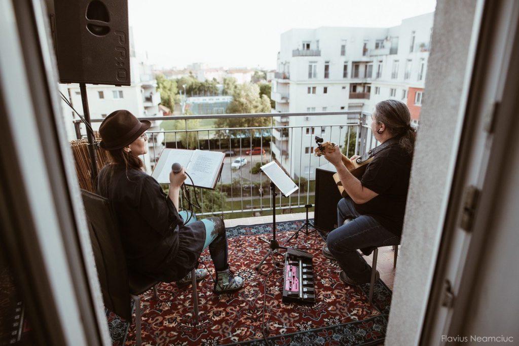 Scena dintre blocuri: artiști timișoreni au susținut concerte în prima zi fără stare de urgență
