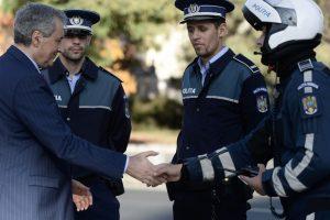 Vela: Un poliţist local care protejează un parc din Timişoara are 8-9.000 de lei, iar un poliţist din MAI care îşi riscă viaţa are jumătate