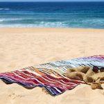 Undă verde pentru cearșafuri și prosoape la plajă, așezate la distanță de doi metri