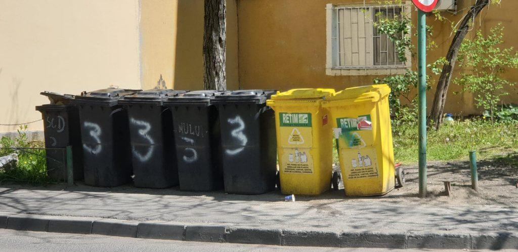 Ce deșeuri depunem în pubela neagră