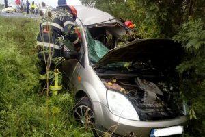 Accident grav la Topolovăţu Mare. Un şofer de 19 ani a murit