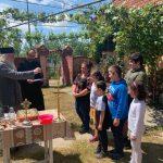Mitropolitul Banatului a cumpărat o casă pentru o femeie care creşte singură 5 copii