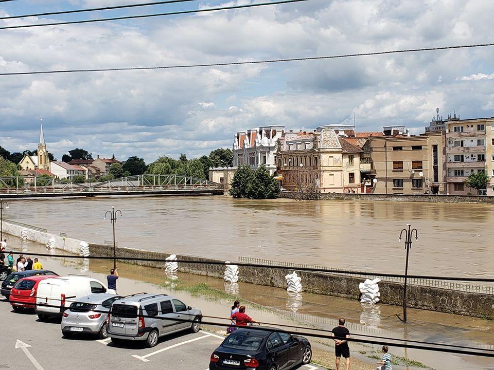 S-a rupt digul la Lugoj. Debitul râului Timiș a crescut de 5 ori