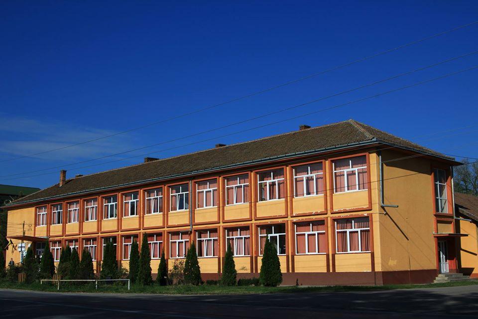 Elevii care se înscriu la Liceul Tehnologic din Lovrin primesc burse şi învaţă meserie
