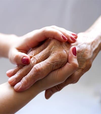 Apelul proprietarilor unei agenţii care recrutează îngrijitoare pentru bătrâni în Austria