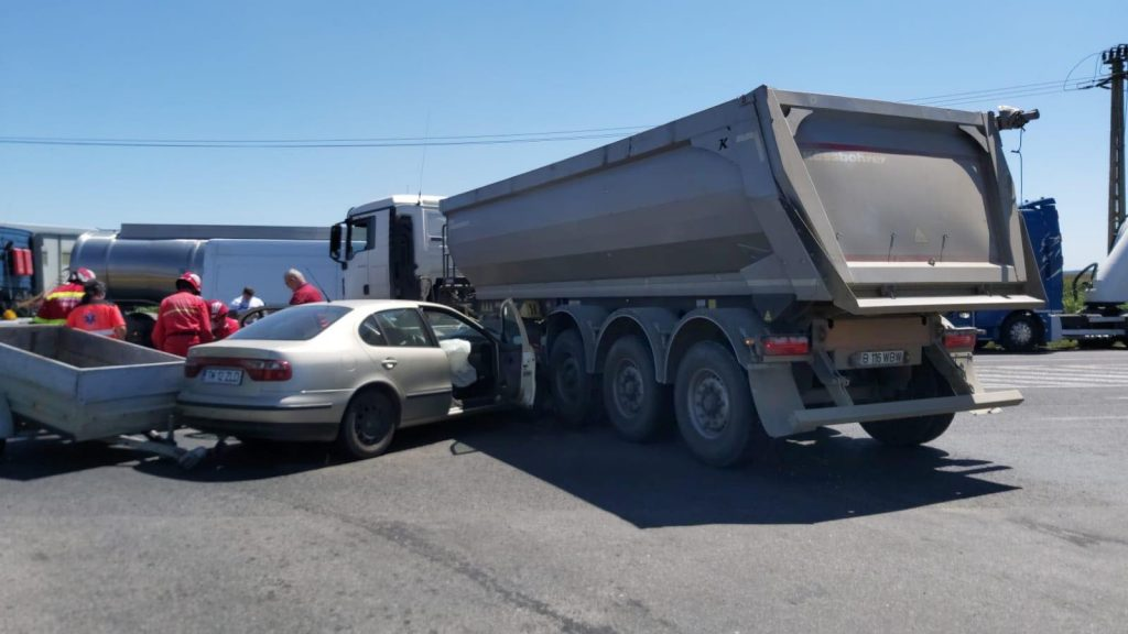 Accident pe Calea Şagului, între un camion şi un autoturism