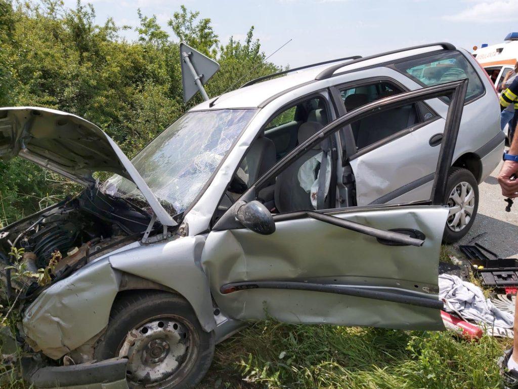Doi şoferi au ajuns la spital în urma unui accident petrecut la Cenei