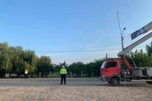 """Gerald Simonis: """"Primarul Florin Bucur folosește Poliţia Locală Moșnița pentru a-și monta bannerele electorale"""""""