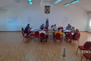 Viceprimarul comunei Șag încalcă regulile de distanțare socială și ale autorităților județene