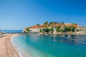 Românii care vor să meargă în Muntenegru nu mai trebuie să prezinte un certificat de test negativ la coronavirus