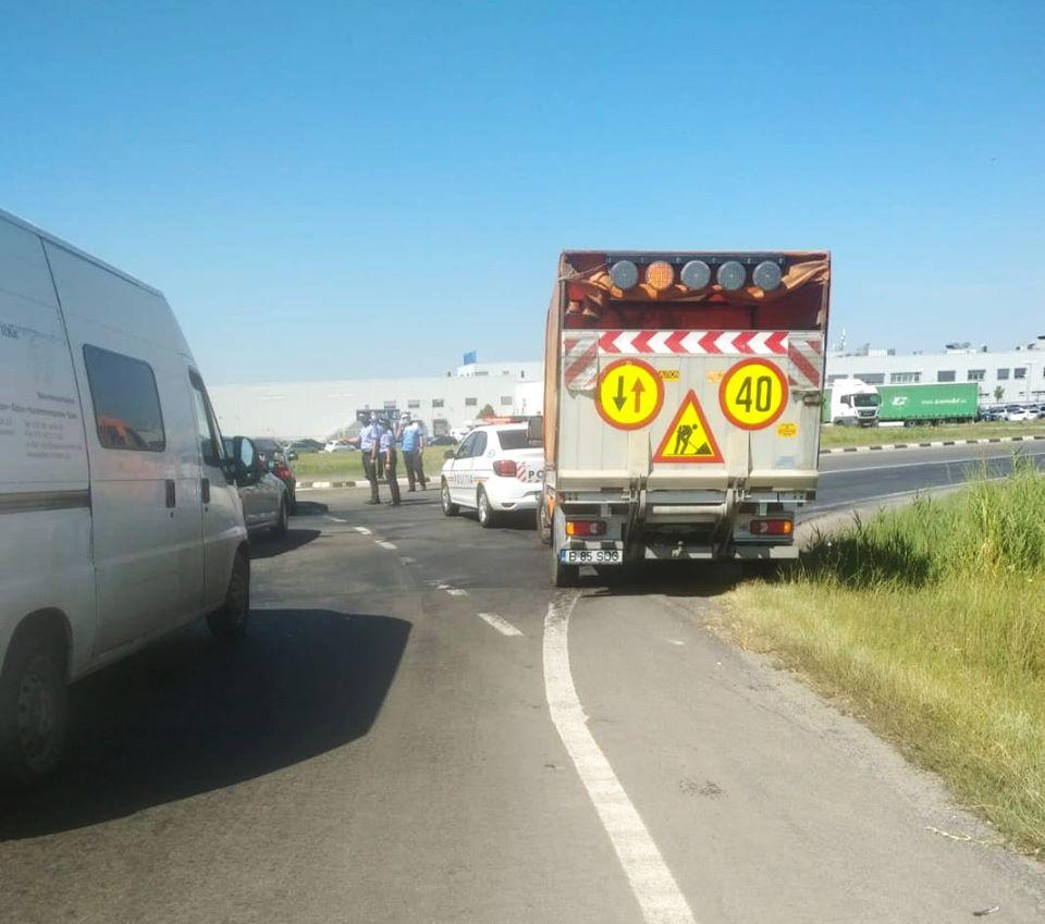 Remorca unui autotren care transporta azotat amoniu a luat foc lângă Sânandrei