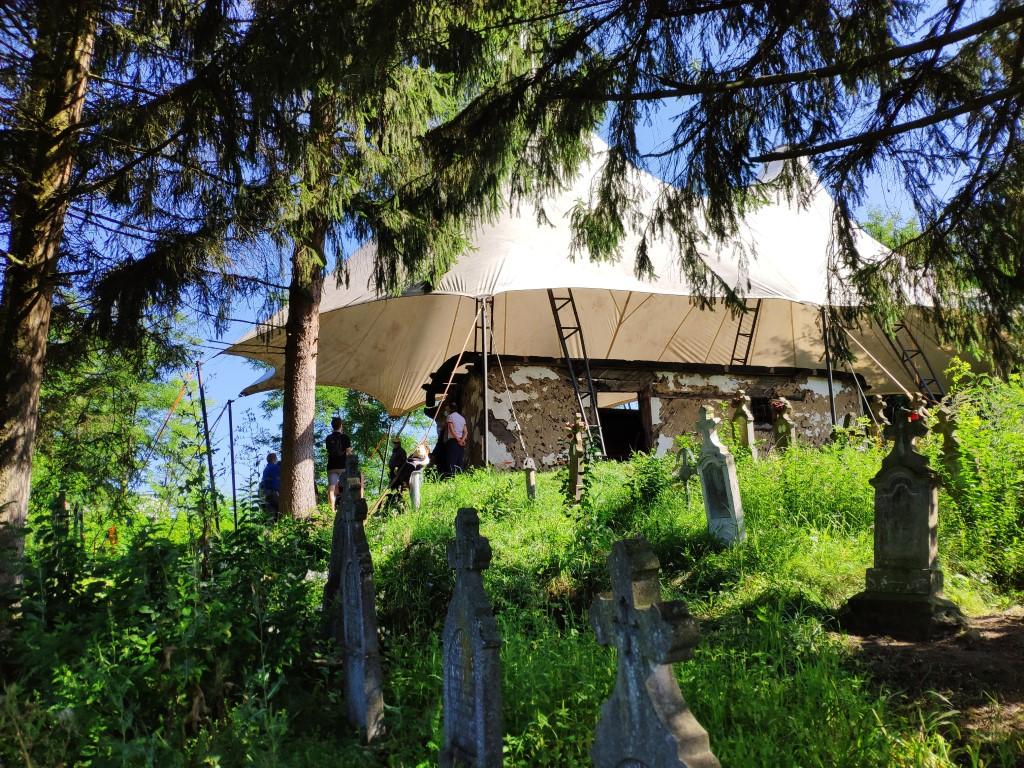 A început restaurarea bisericii din Povergina, grav afectată de un incediu
