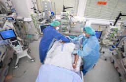 Peste 1.200 de cazuri noi de COVID-19. Încă 35 de persoane infectate au murit