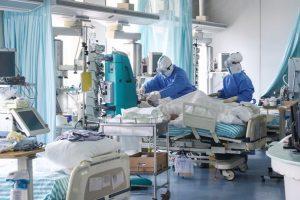 Sunt 835 de noi infectări și 105 decese, în ultimele 24 de ore. 809 persoane sunt internate la ATI