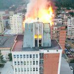 Flăcările au mistuit acoperişul Consiliului Judeţean Caraş-Severin