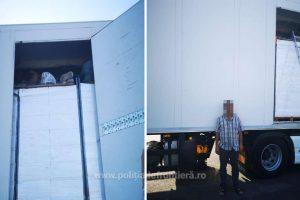 14 turci, depistaţi ascunşi într-un camion încărcat cu peşte la Nădlac