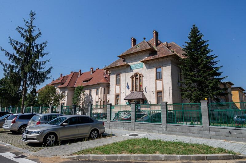 Șase elevi din Timișoara sunt internați cu coronavirus