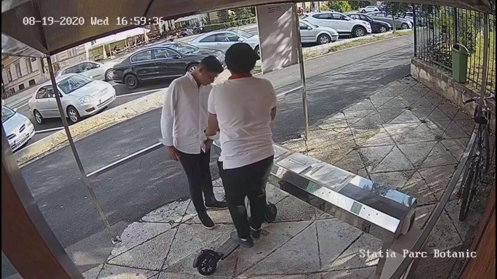 Doi tineri sunt căutaţi de Poliţie după ce au încercat să fure o trotinetă a STPT